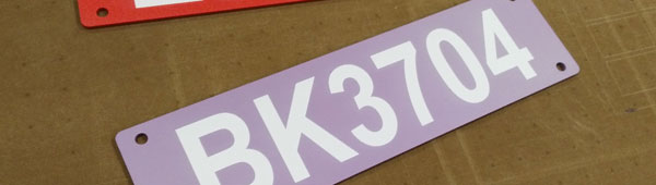 Placas metálicas personalizadas con serie numérica secuencial, indeleble, indicada para señalización exterior