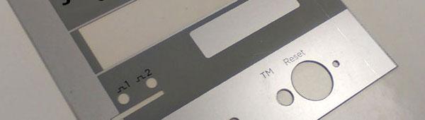 Carátulas en policarbonato brillo entre 175 micras y 700, punzonado mecáncio y plotter corte