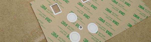 Carátulas policarbonato detalle reserva de adhesivo en transparencias y botones en relieve