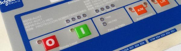Embutición con prensa sobre botoneras en carátulas adhesivas de policarbonato mate texturado