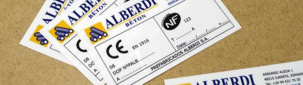 Etiquetas personalizables en glasspack de diferentes grosores impresión combinada por serigrafía y digital
