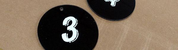 Las opciones de fabricación en placas y etiquetas adhesivas de glasspack es muy amplia