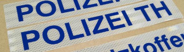 Etiquetas adhesivas reflectantes homologadas para señalización vial. Uso en exteriores