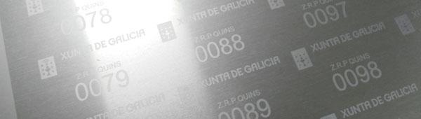 Fabricamos placas metálicas secuenciales con datos variables grabadas en alto y bajo relieve