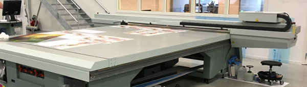 Imprimimos con acabado con barniz UV de forma directa e indeleble sobre aluminio anodizado y acero inoxidable.