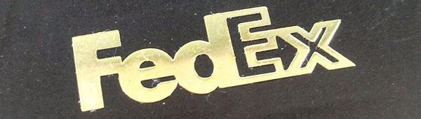 Lettering metálico adhesivo. Acabados en brillo y mate. Superficies en oro, plata y negro. Libertad de formas