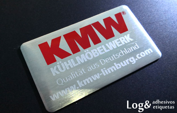 Logo metálico grabado en bajo relieve 1 tinta