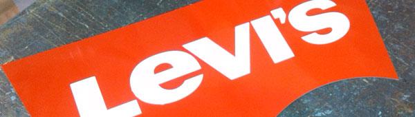 Placas corporativas metálicas en aluminio anodizado. Impresión por serigrafía. Corte y embutición, relieve 3d, con troquel de matricería
