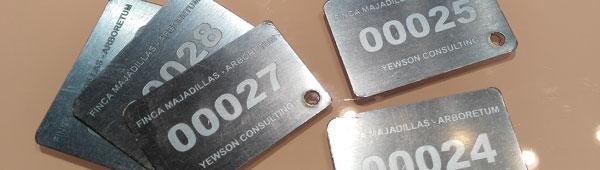 Placas metálicas inoxidables en aluminio anodizado y acero grabadas en bajo relieve con datos variables