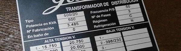 Fabricación personalizada de placas metálicas. En la imagen placa de aluminio impresión indeleble grabación de datos variables