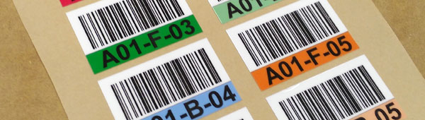 Etiquetas adhesivas en policarbonato, resistente al roce y a las temperaturas, con código de barras personalizado
