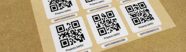 Etiquetas adhesivas en policarbonato brillo con código Qr personalizado
